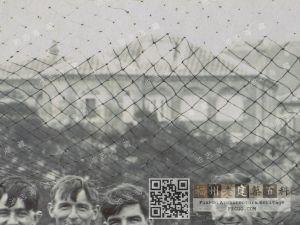 1924年英国皇家舰队水兵在跑马场合影,背景为西林小筑和周围其他建筑(池志海收藏)